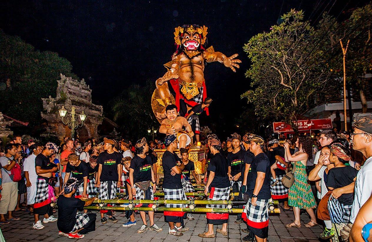 Pawai-Ogoh-ogoh-Bali-1.jpg